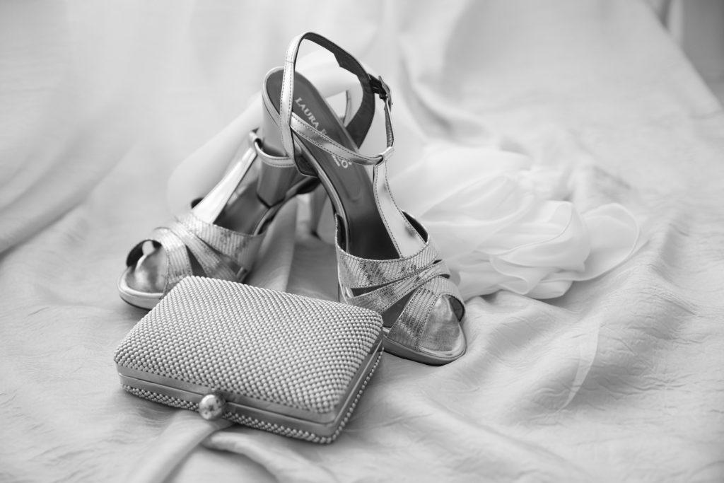 chaussure et kit survie mariée